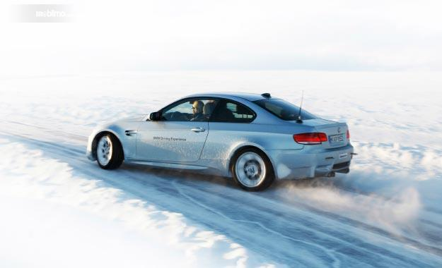 Tampak BMW M3 E92 Sedang Melakukan Aksi Drifting