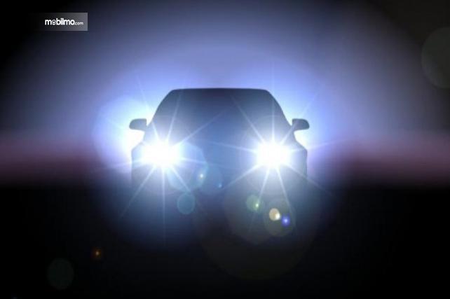 Foto mobil menyalakan lampu jauh