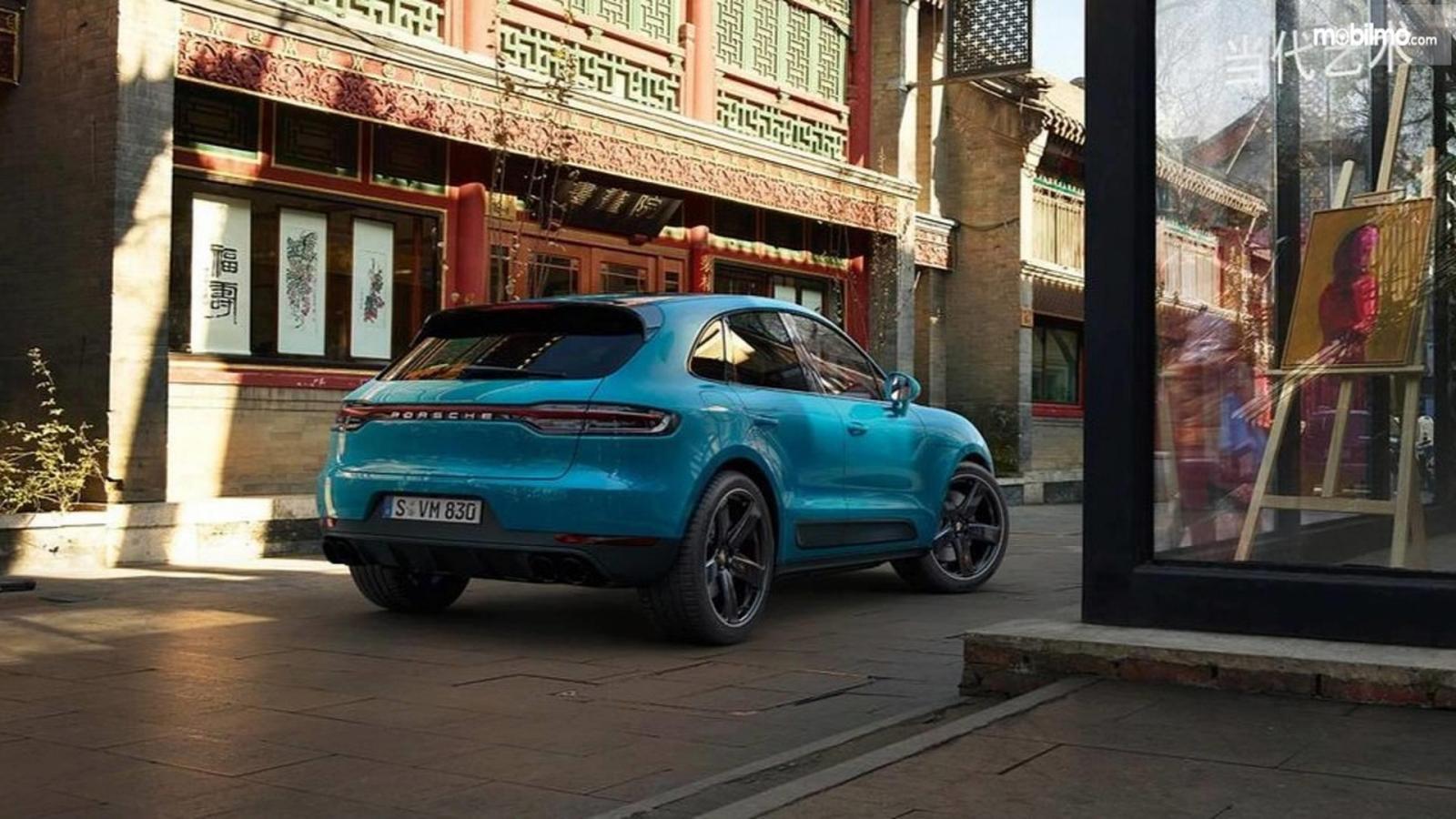 Gambar tampilan belakang Porsche Macan 2019