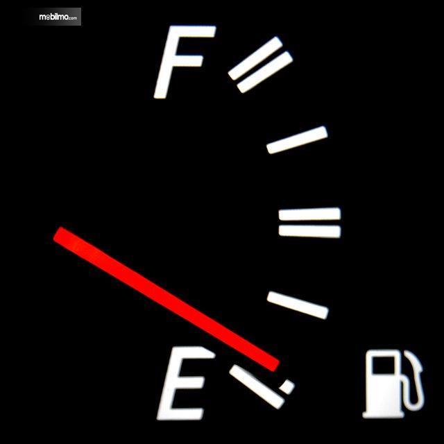 Tampak bensin habis