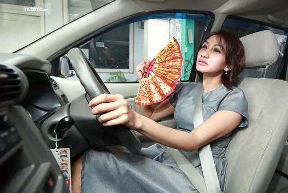 AC tidak dingin, pengemudi jadi kepanasan dalam mobil