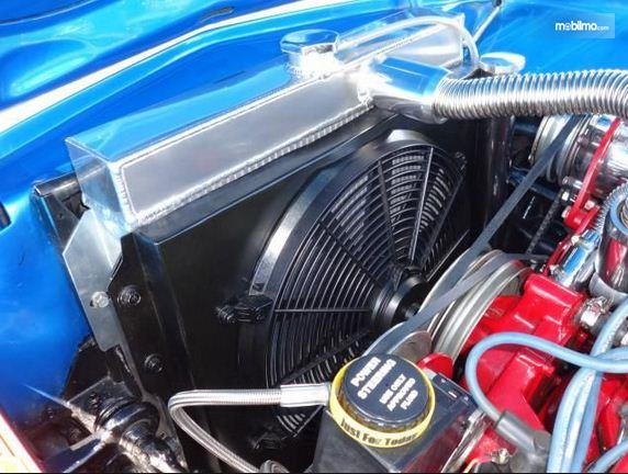 Foto radiator mobil lengkap dengan kipasnya