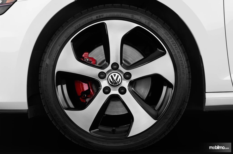 Foto ban VW dengan rem cakram
