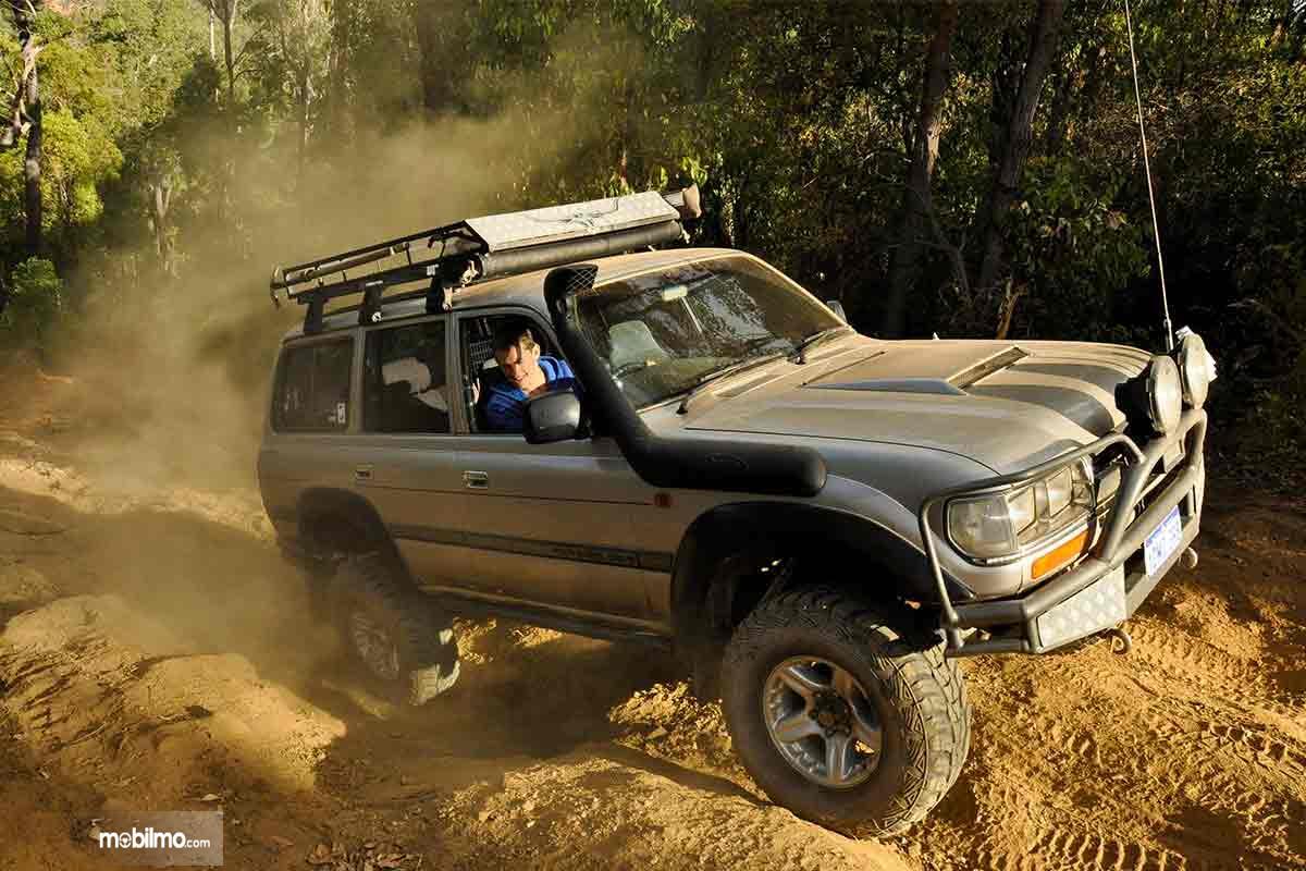 4WD lebih aman digunakan untuk off-road