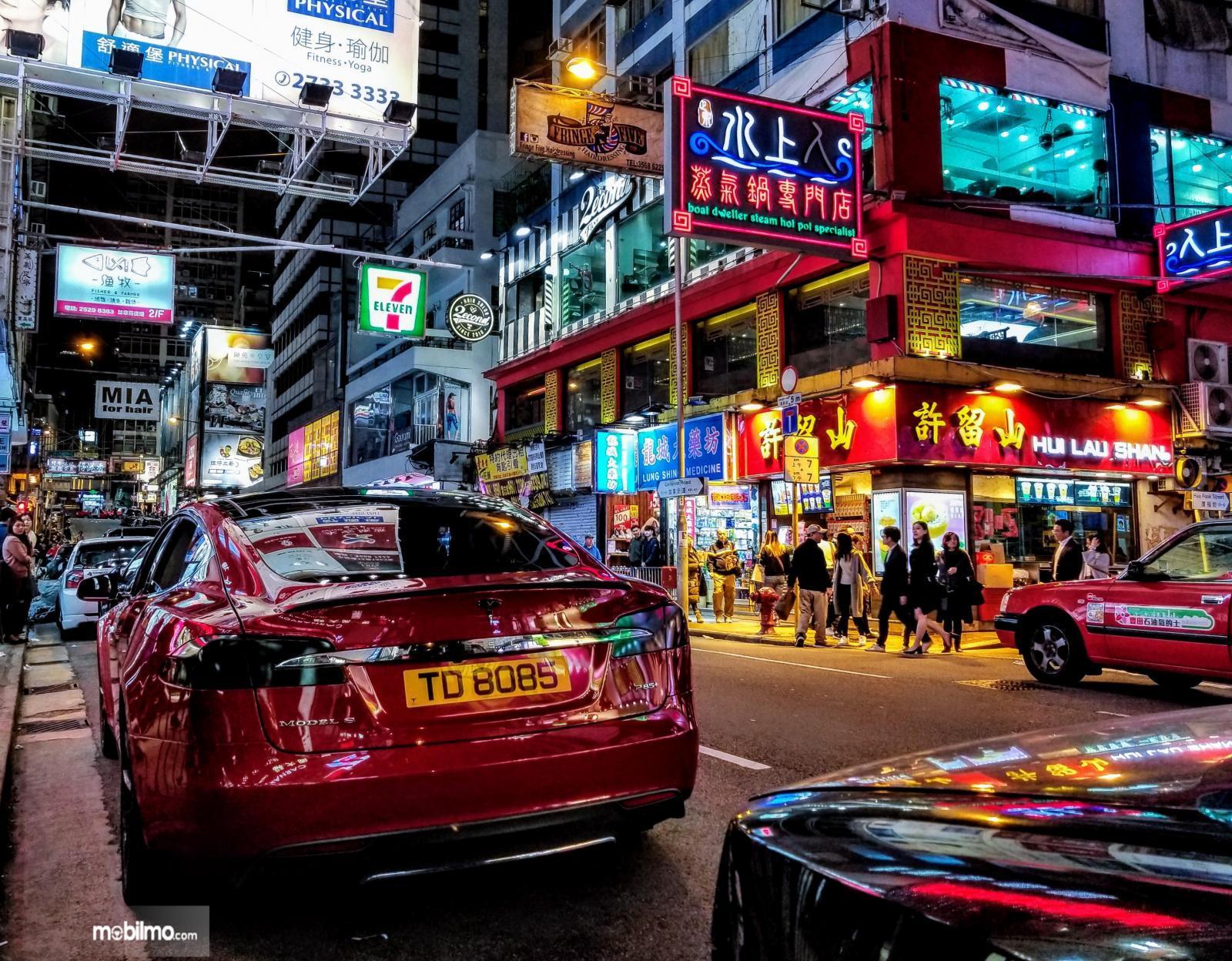 Gambar mobil Tesla di Cina