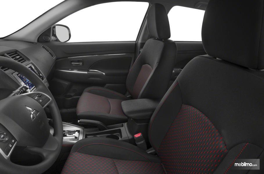 Tampak sepasang Kursi depan Mitsubishi Outlander Sport 2019