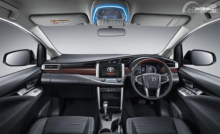 Layout interior sebuah Toyota Kijang Innova 2.0 Q AT 2018