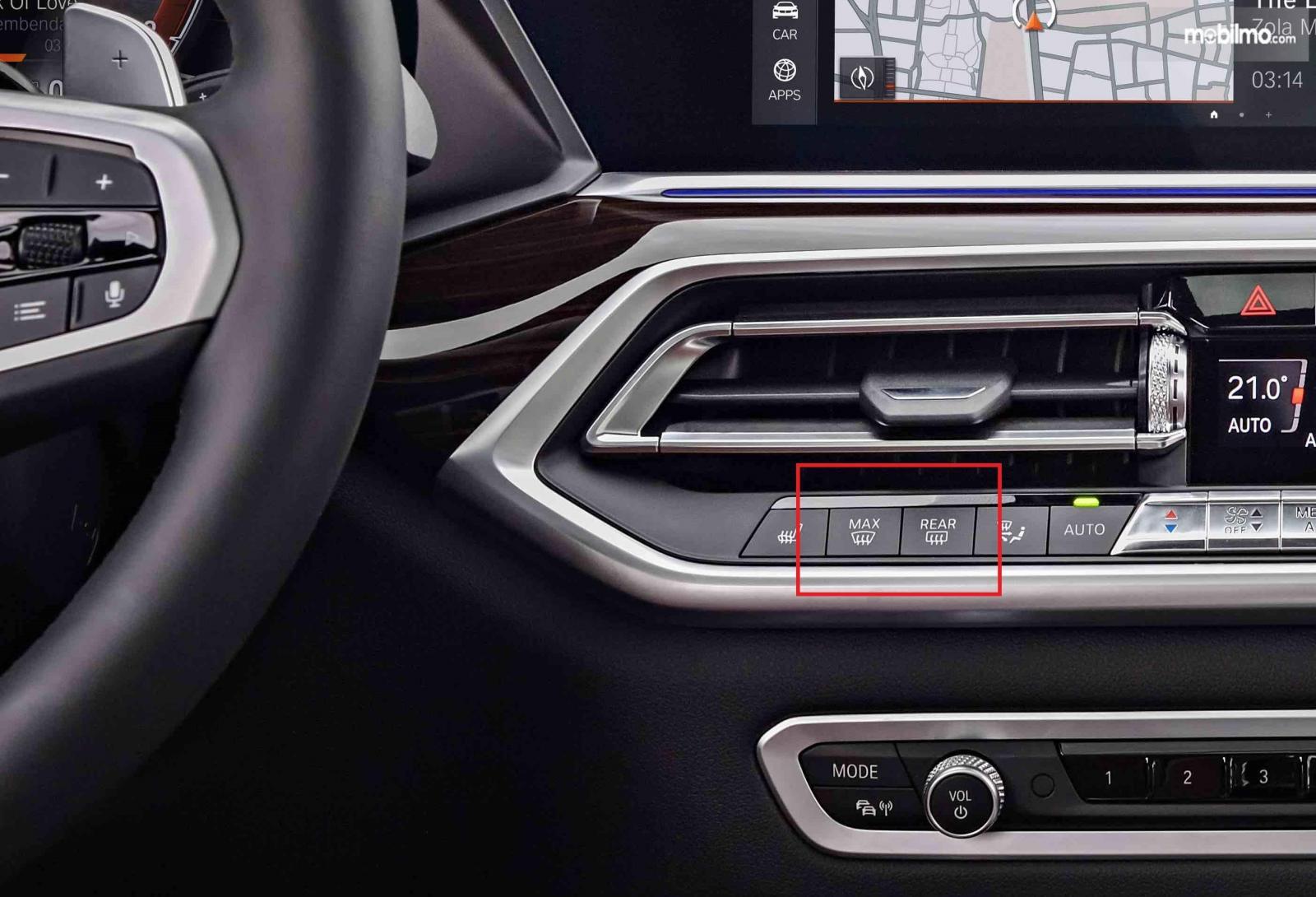 Tombol defogger BMW X5 2019 di bagian panel control