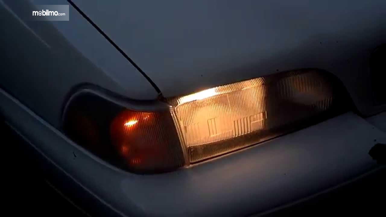 Foto lampu mobil sudah redup
