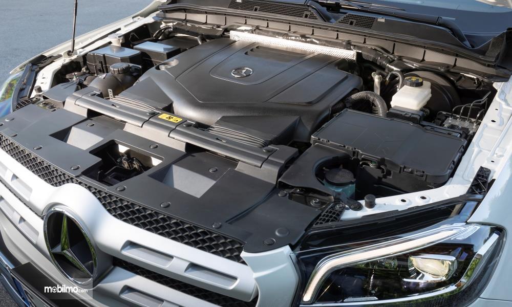 Gambar menunjukkan Mesin V6 Mercedes-Benz X-Class 2019