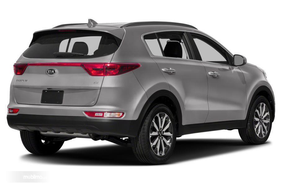 Gambar mobil KIA Sportage 2018 berwarna abu-abu dilihat dari sisi belakang