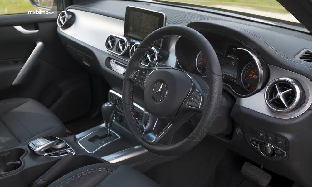 Layout dasbor mobil Mercedes-Benz X-Class 2019