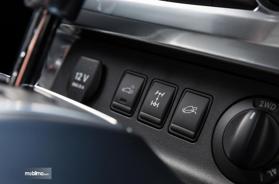 Fitur keselamatan aktif pada mobil Mercedes-Benz X-Class 2019