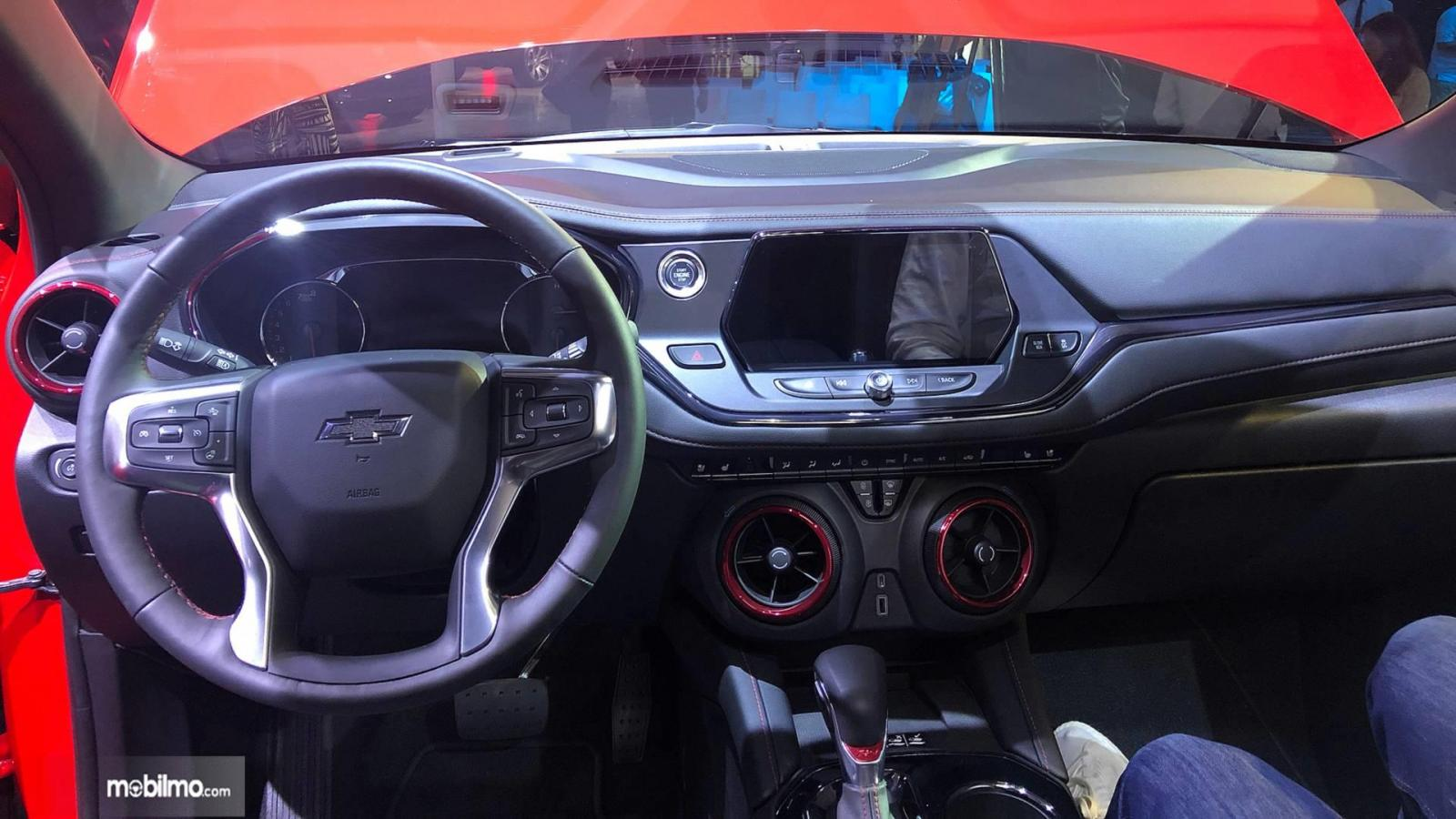 Layout dasbor dan setir All New Chevrolet Blazer 2019