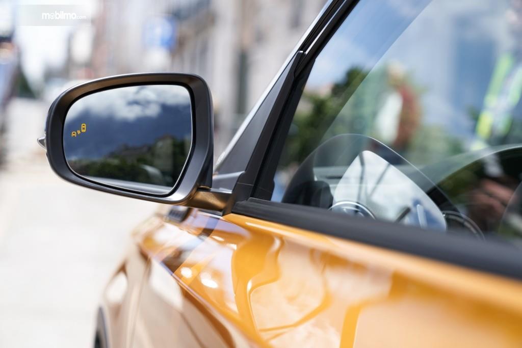 Spion sebuah Suzuki Vitara 2019