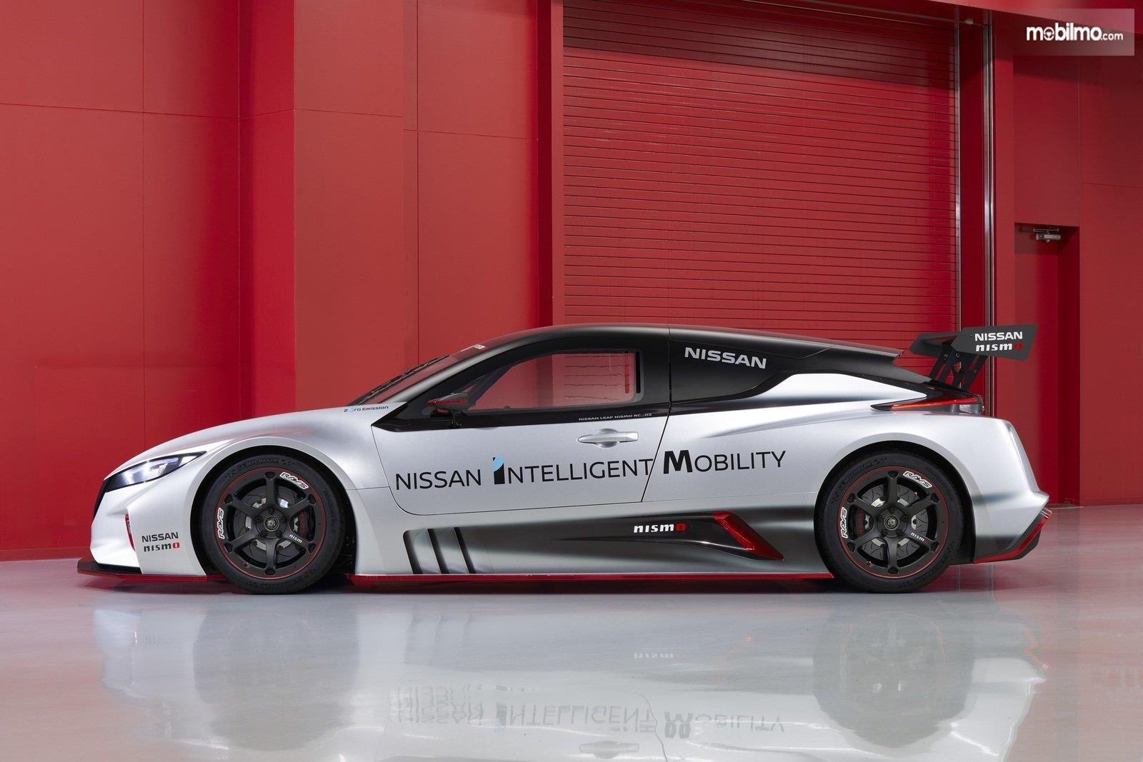Gambar tampilan samping Nissan Leaf Nismo RC 2019