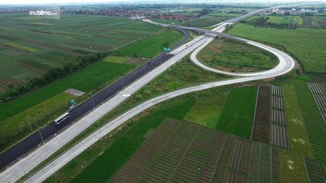 Foto jalan Tol Batang-Semarang tampak dari udara