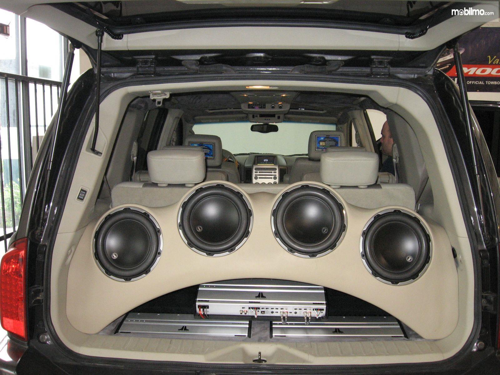 Foto speaker mobil hasil modifikasi