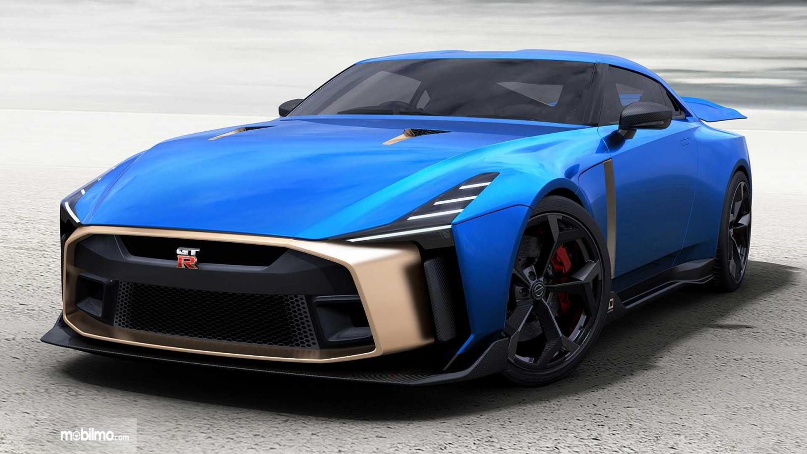 Foto Nissan GT-R50 tampak samping depan