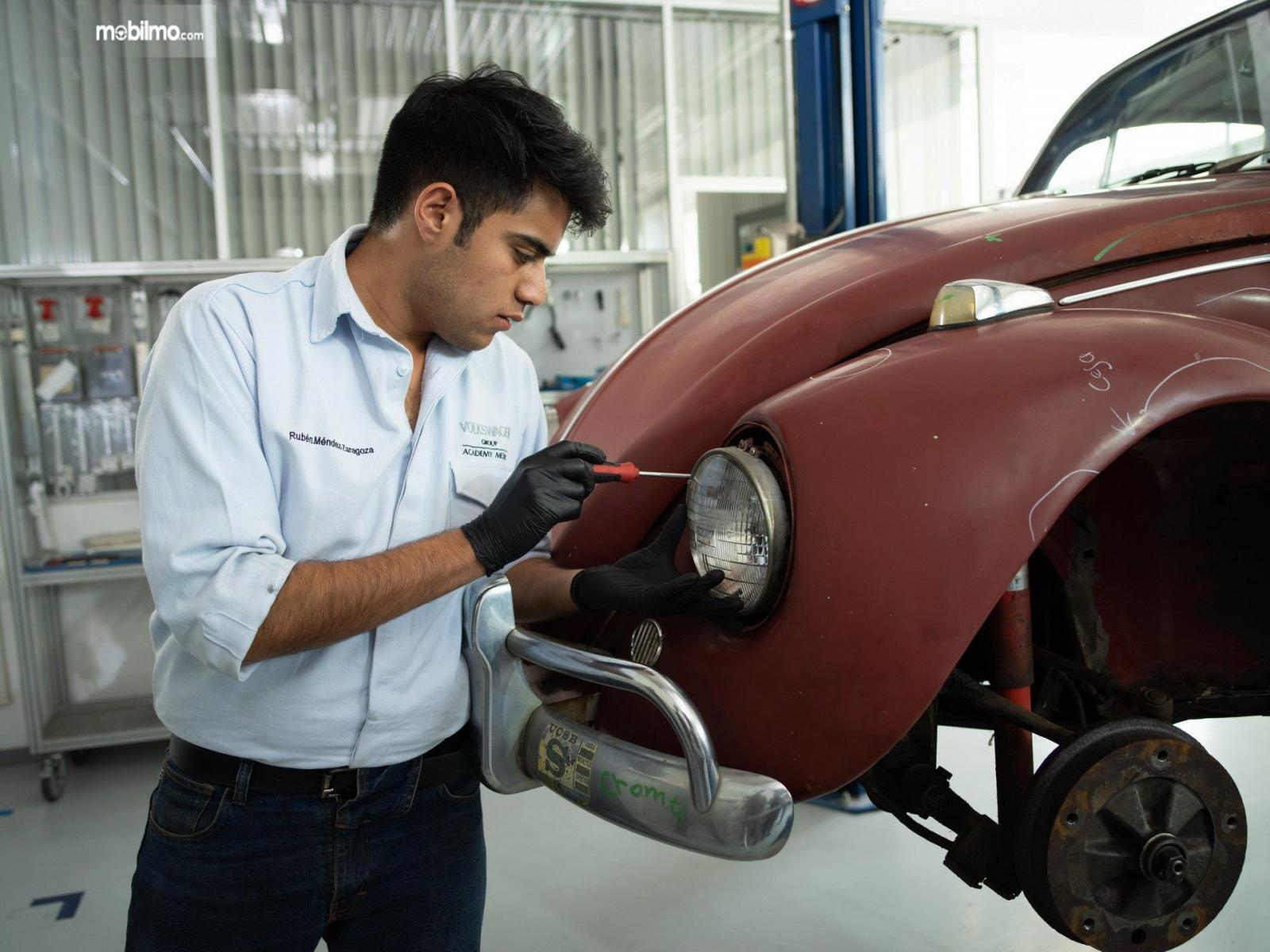 Gambar perbaikan lampu VW Beetle