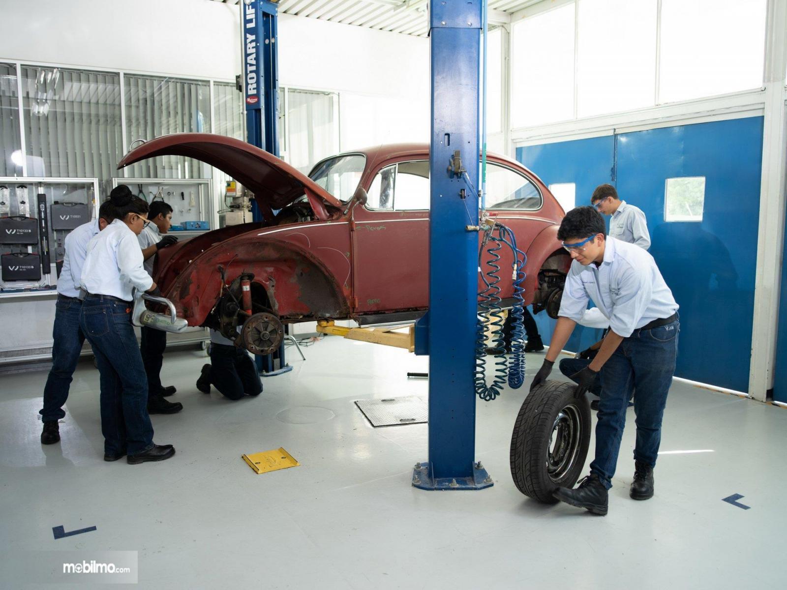 Gambar perbaikan VW Beetle