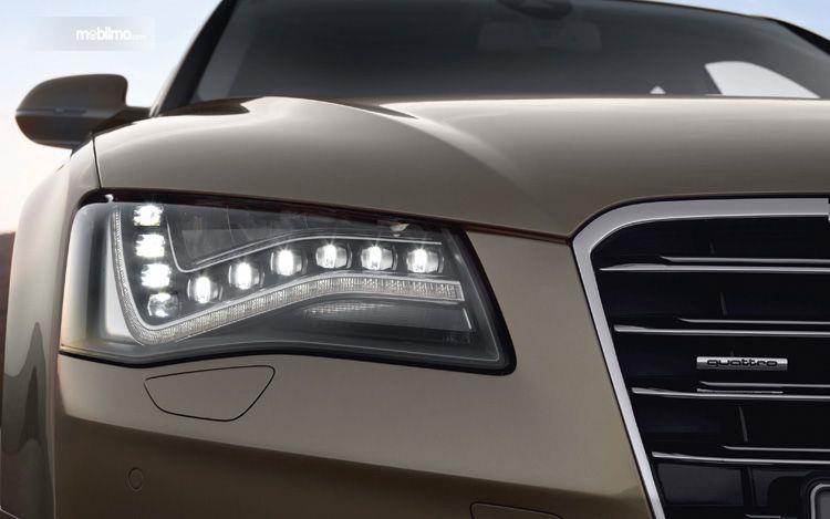 Foto lampu LED untuk headlamp mobil