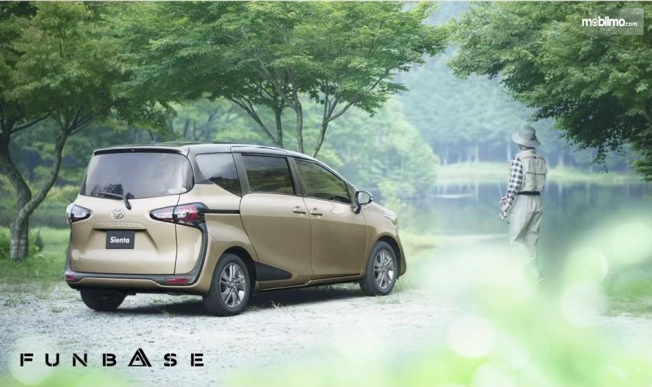 Banner Toyota Sienta Funbase untuk kebutuhan memancing