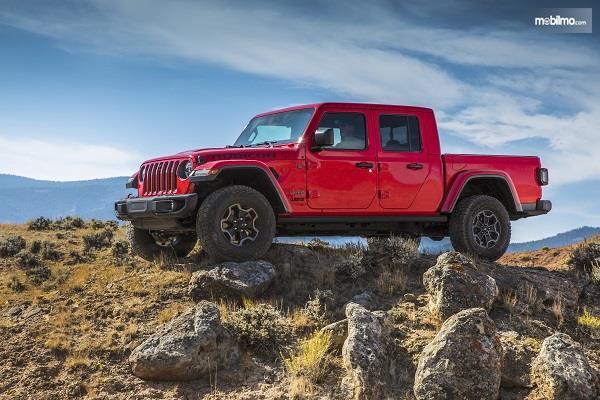 Gambar tampilan samping Jeep Gladiator 2019