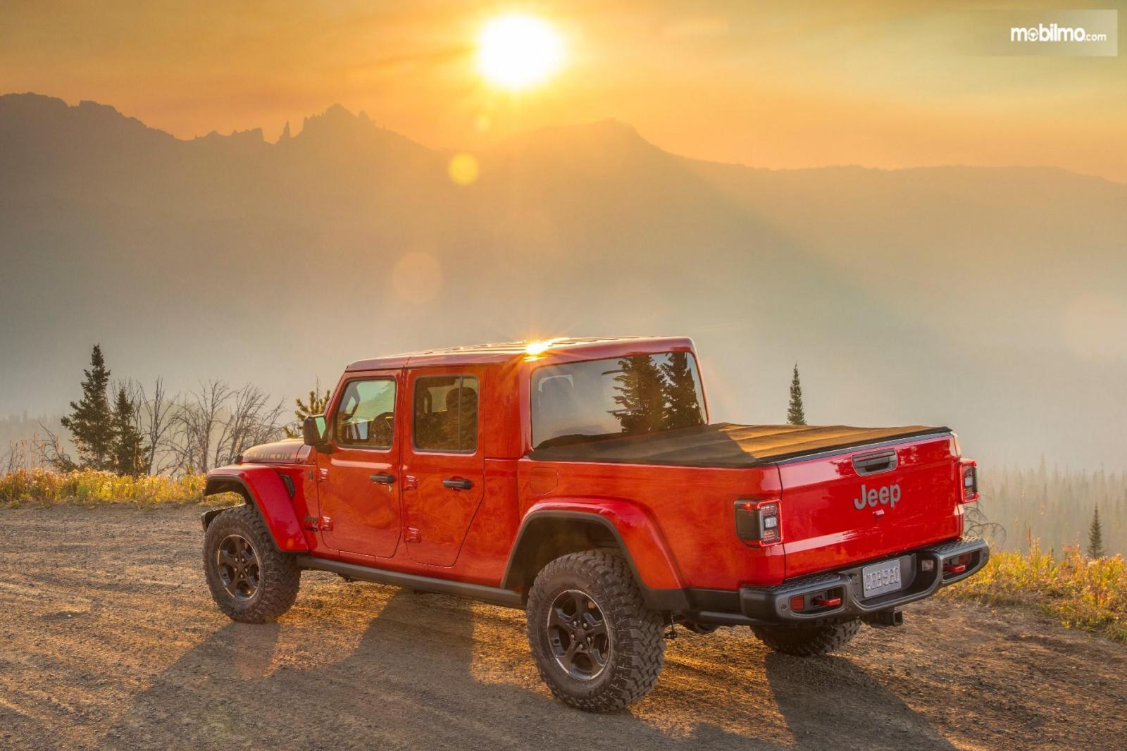 Gambar jalanan Jeep Gladiator 2019