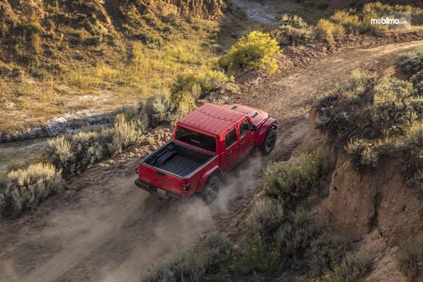 Gambar pengendaraan Jeep Gladiator 2019