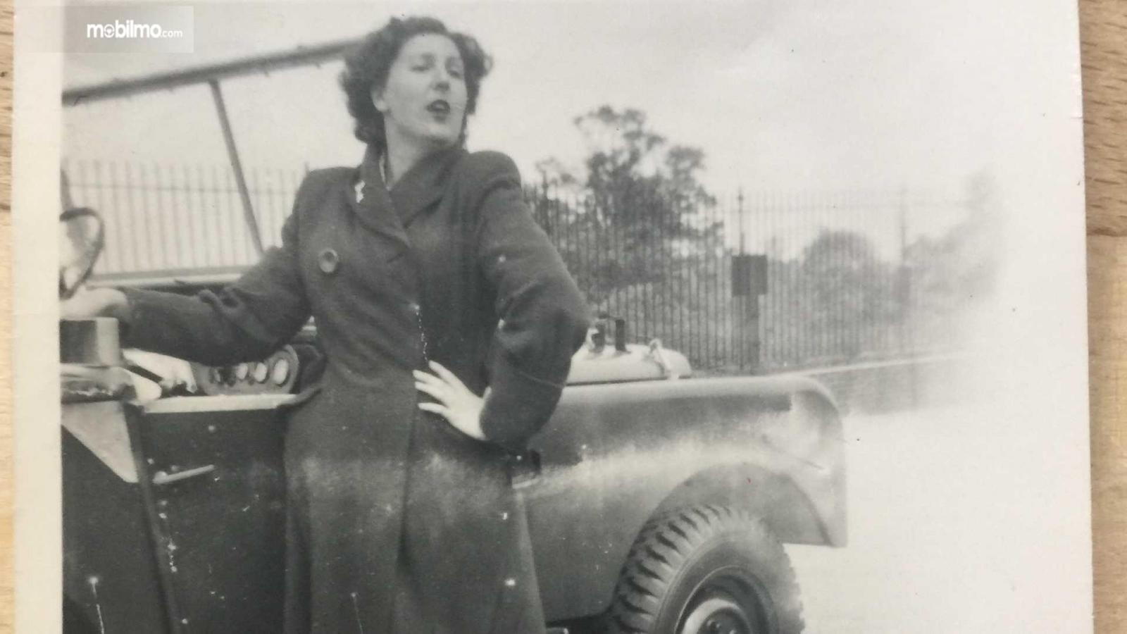 Gambar foto masa lalu Dorothy Peters