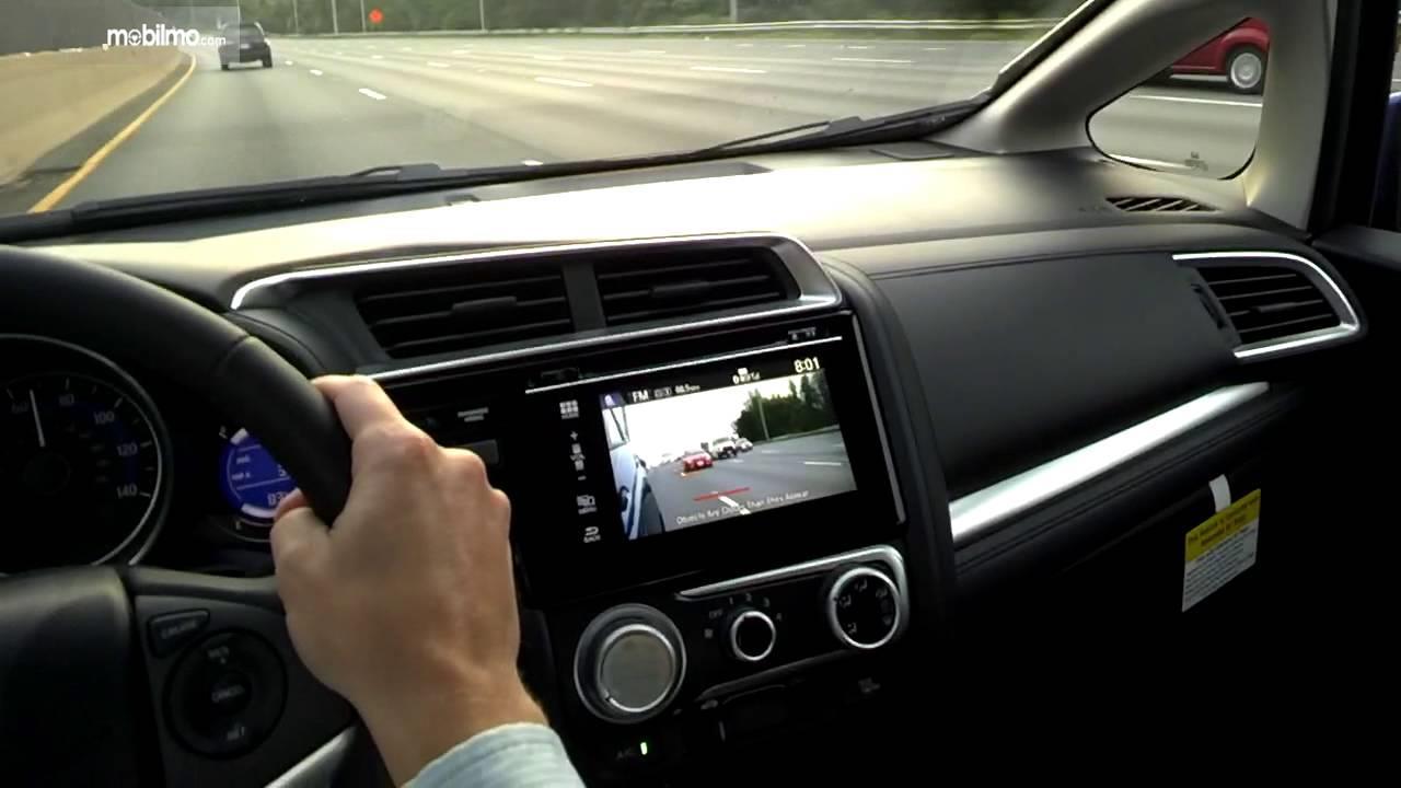 Honda Odyssey dengan Honda LaneWatch Technology