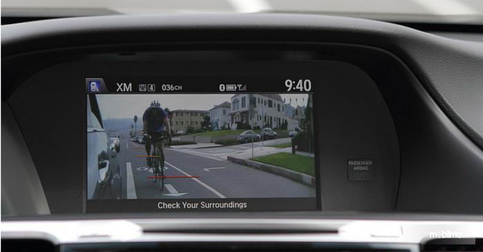 Sebuah Layar interpretasi Honda LaneWatch Technology