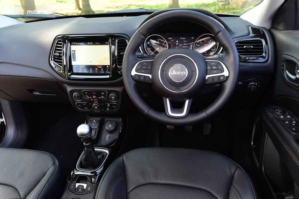 Gambar dasbor Jeep Compass 2019