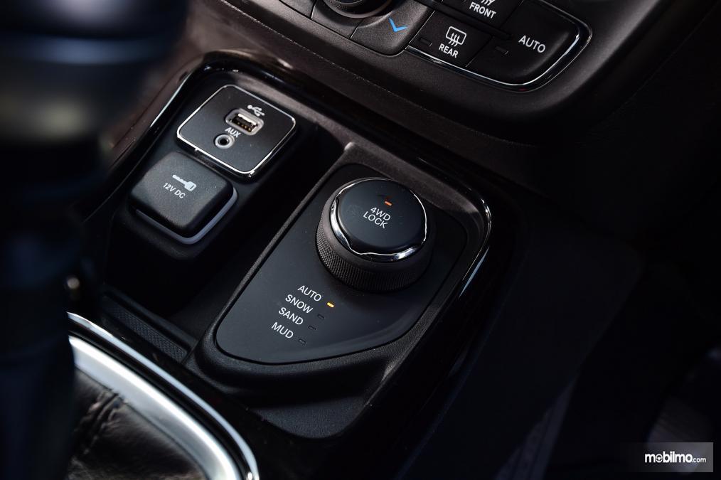 Gambar fitur keselamatan Jeep Compass 2019