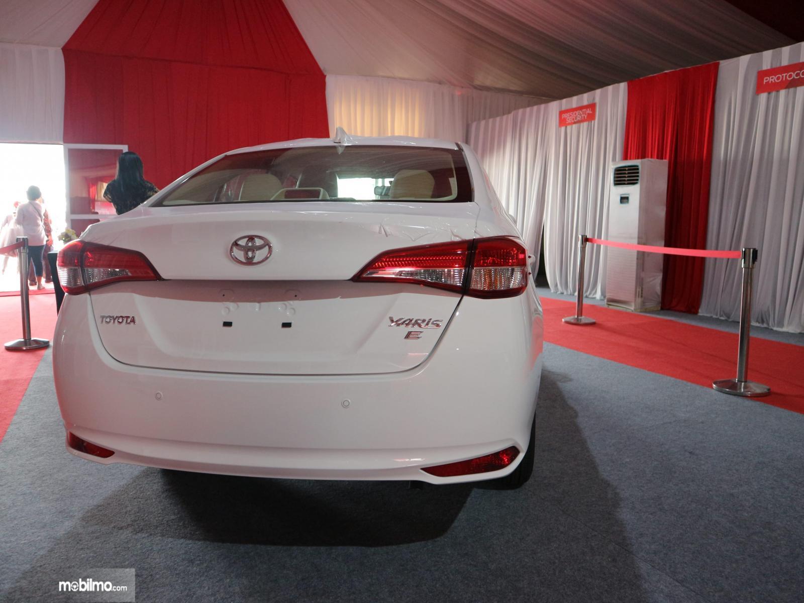 Gambar mobil Toyota Vios 2019 versi ekspor dilihat dari sisi belakang
