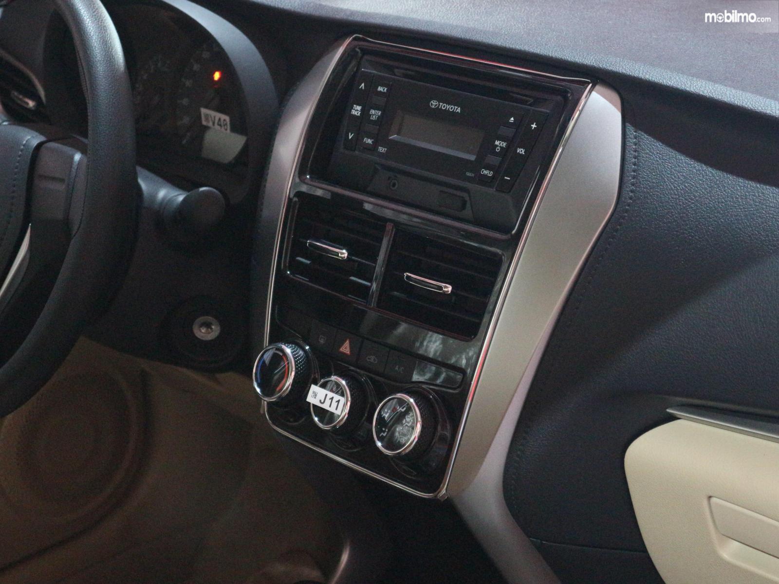 Gambar menunjukkan Fitur hiburan pada mobil Toyota Vios 2019 versi ekspor