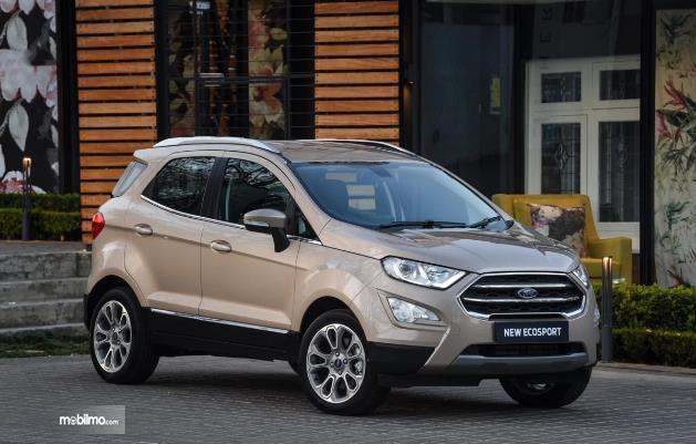 Gambar Ford EcoSport berwarna golden