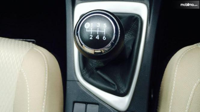 Tampak Transmisi manual 6 percepatan Toyota Corrola Altis