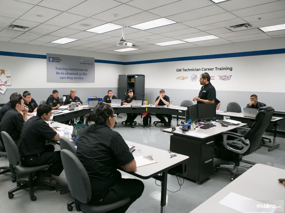 Foto General Motor Training para teknisi