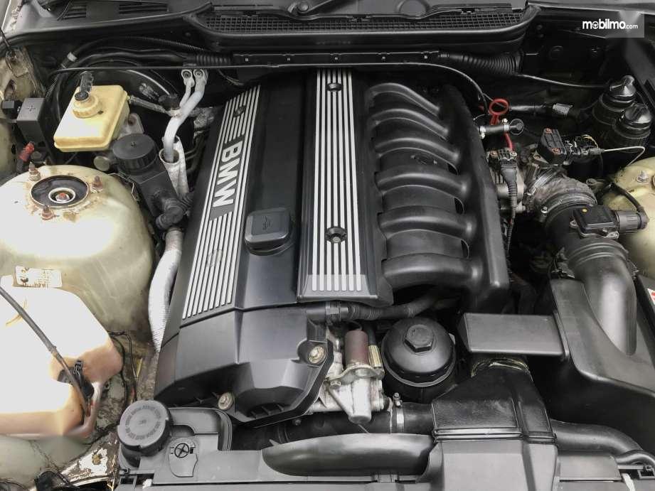 Tampak Mesin BMW 323i tahun 1997