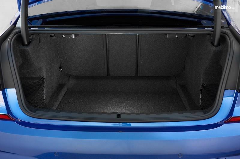 Gambar bagasi BMW 3 Series 2019