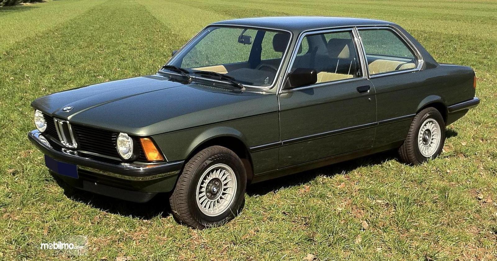 Gambar generasi pertama BMW 3 Series 2019