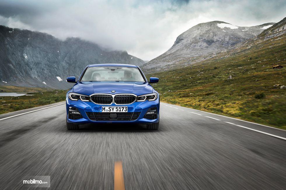 Gambar tampilan depan BMW 3 Series 2019
