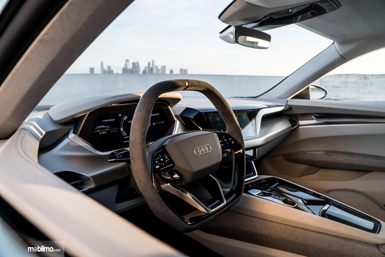 Gambar menunjukkan bagian Setir mobil Audi e-tron GT 2019