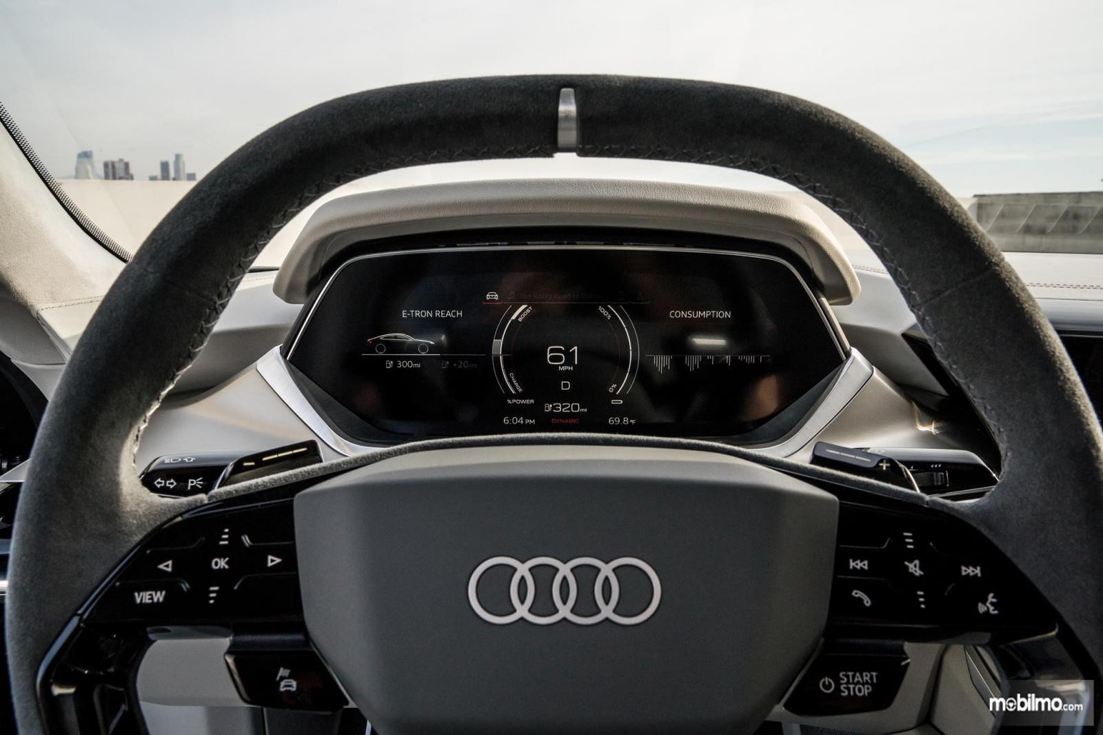 Gambar menunjukkan Monitor pengisian baterai pada Audi e-tron GT 2019