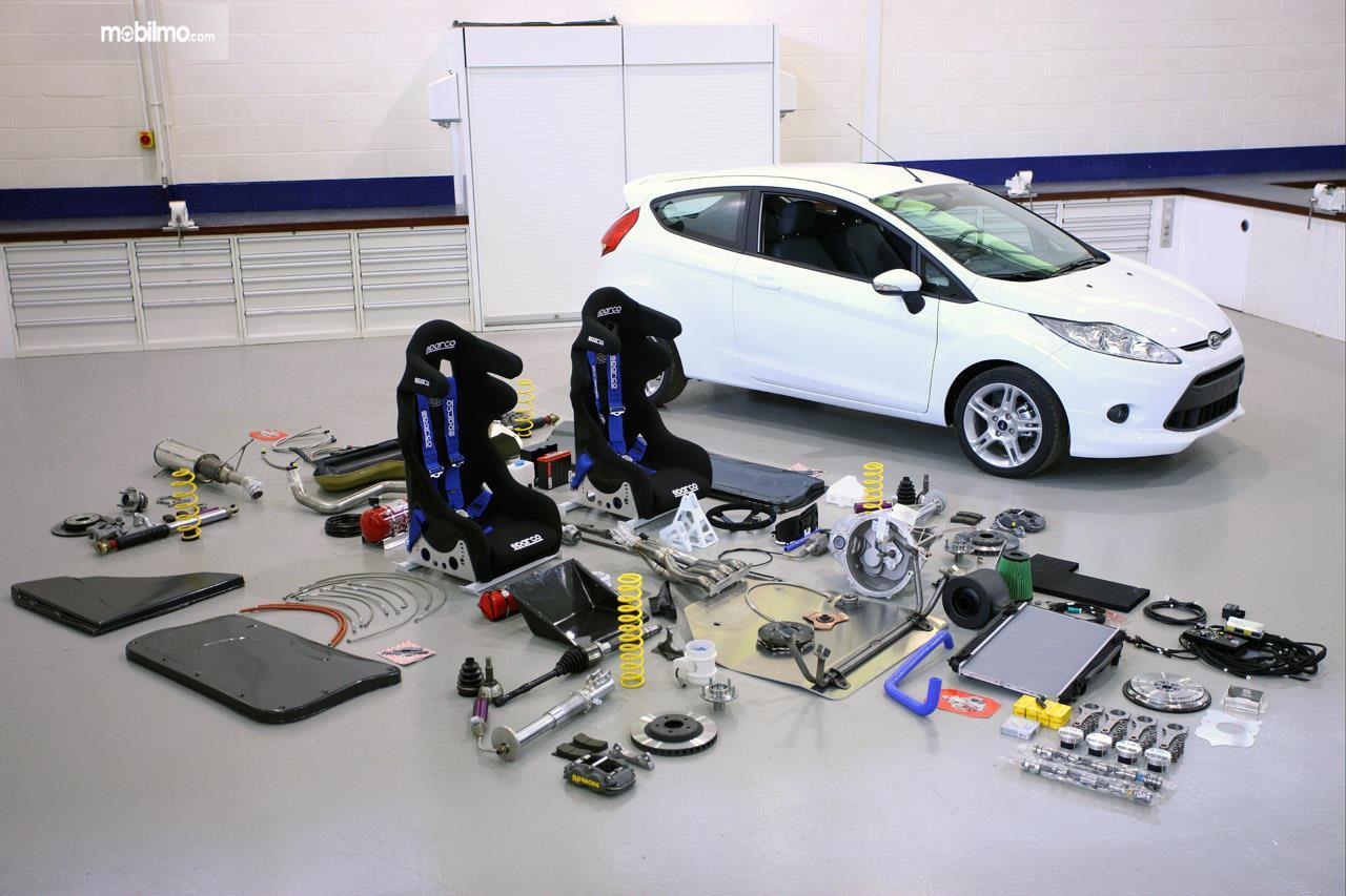 Tampak Ford Fiesta R2 Generasi Pertama