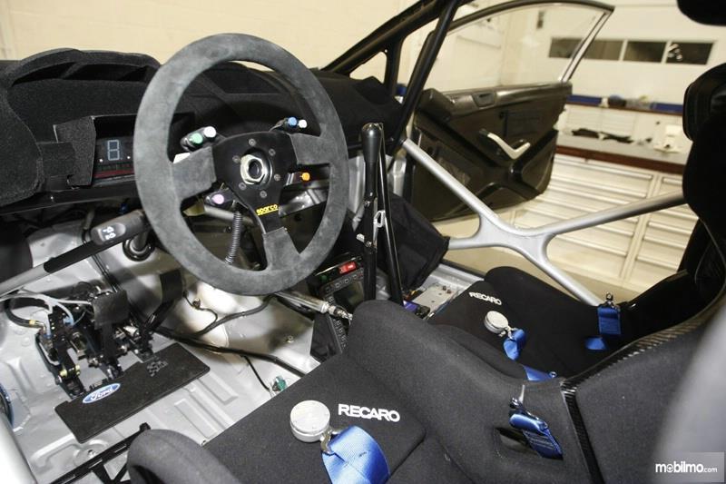 Gambar Rem Tangan Hidrolik Dan Transmisi Dog Drive Sadev di All New Ford Fiesta R2 2019