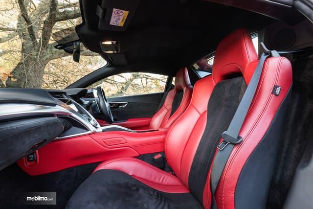 Gambar menunjukkan desain bagian kursi mobil Honda NSX 2019