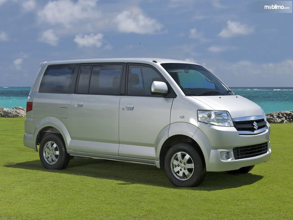 Gambar generasi pertama Suzuki APV Arena